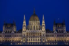 Το ουγγρικό Κοινοβούλιο που χτίζει τή νύχτα Στοκ Εικόνα