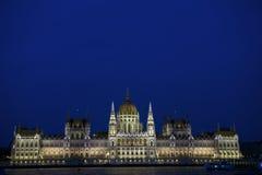 Το ουγγρικό Κοινοβούλιο που χτίζει τή νύχτα Στοκ φωτογραφία με δικαίωμα ελεύθερης χρήσης