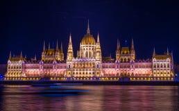 Το ουγγρικό Κοινοβούλιο σε Budabest τη νύχτα στοκ εικόνα