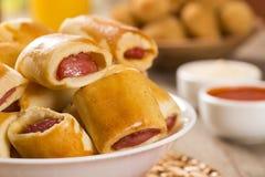 Το λουκάνικο έψησε τα πρόχειρα φαγητά Βραζιλιάνα πρόχειρα φαγητά Στοκ Εικόνα