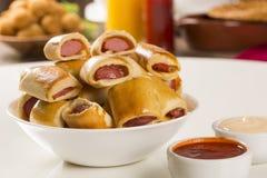 Το λουκάνικο έψησε τα πρόχειρα φαγητά Βραζιλιάνα πρόχειρα φαγητά Στοκ Εικόνες
