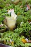 Το λουκάνικο ομάδας crepe η πράσινη σαλάτα Στοκ Εικόνα