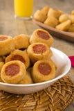 Το λουκάνικο τηγάνισε τα πρόχειρα φαγητά Βραζιλιάνα πρόχειρα φαγητά Στοκ Φωτογραφία