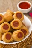 Το λουκάνικο τηγάνισε τα πρόχειρα φαγητά Βραζιλιάνα πρόχειρα φαγητά Στοκ Φωτογραφίες