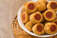 Το λουκάνικο τηγάνισε τα πρόχειρα φαγητά Βραζιλιάνα πρόχειρα φαγητά Στοκ φωτογραφία με δικαίωμα ελεύθερης χρήσης