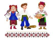 Το ουκρανικό κορίτσι αντέχει ένα πιάτο των διακοπών τηγανιτών Shrovetide Στοκ εικόνα με δικαίωμα ελεύθερης χρήσης