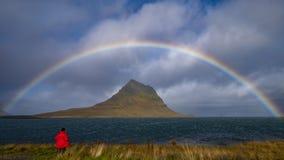 Το ουράνιο τόξο πέρα από Kirkjufell τοποθετεί στοκ φωτογραφία με δικαίωμα ελεύθερης χρήσης