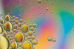 Το ουράνιο τόξο χρωμάτισε τη psychedelic περίληψη κίτρινος, πορτοκαλής, χρυσός, μπλε και πράσινος δίνοντας την εντύπωση των πλανη στοκ φωτογραφία με δικαίωμα ελεύθερης χρήσης
