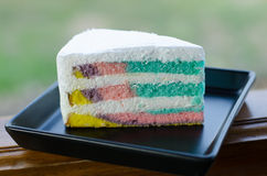 Το ουράνιο τόξο crepe το κέικ στοκ φωτογραφία με δικαίωμα ελεύθερης χρήσης