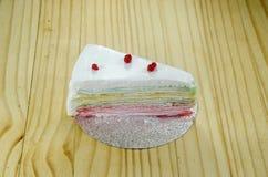 Το ουράνιο τόξο crepe το κέικ Στοκ εικόνα με δικαίωμα ελεύθερης χρήσης