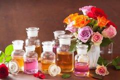 Το ουσιαστικό πετρέλαιο και αυξήθηκε aromatherapy αρωματοποιία SPA λουλουδιών Στοκ Εικόνα