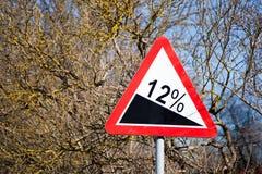 Το οδικό σημάδι απότομο αναρριχείται Στοκ Εικόνα