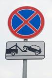 Το οδικό σημάδι που στέκεται είναι απαγορευμένο στην πόλη Στοκ εικόνες με δικαίωμα ελεύθερης χρήσης