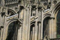 Το πέταγμα στηρίζει στον καθεδρικό ναό του Bayeux Στοκ Εικόνες