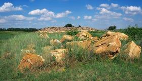 Το πέτρινο σοβαρό ή δύσκολο ανάχωμα Kamena Mohyla στοκ φωτογραφίες με δικαίωμα ελεύθερης χρήσης