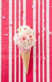 Το παγωτό βανίλιας με ψεκάζει Στοκ Εικόνα