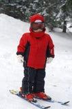 το παιδί κινεί αρχικά το σκι Στοκ εικόνα με δικαίωμα ελεύθερης χρήσης