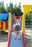 Το παιδί παίζει στην παιδική χαρά Στοκ φωτογραφία με δικαίωμα ελεύθερης χρήσης