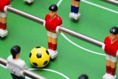 Το παιχνίδι ποδοσφαίρου επιτραπέζιου ποδοσφαίρου, κλείνει επάνω Στοκ φωτογραφίες με δικαίωμα ελεύθερης χρήσης