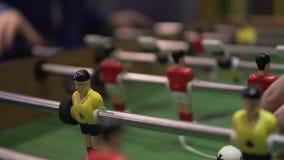 Το παιχνίδι του επιτραπέζιου ποδοσφαίρου απόθεμα βίντεο