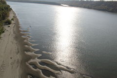 Το παιχνίδι του φωτός στο νερό Στοκ φωτογραφία με δικαίωμα ελεύθερης χρήσης