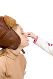 Το παιδί άρπαξε τη μύτη motherhis της στοκ εικόνα με δικαίωμα ελεύθερης χρήσης