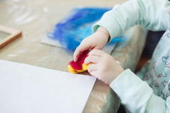 Το παιδί αισθάνθηκε τη ζωγραφική Στοκ Φωτογραφίες