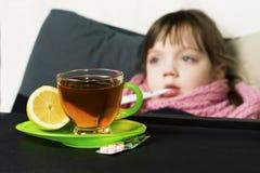 Το παιδί αρρώστησε, πυρετός, βήχας, runny μύτη Στοκ Φωτογραφίες