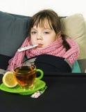 Το παιδί αρρώστησε, πυρετός, βήχας, runny μύτη Στοκ Φωτογραφία