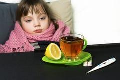 Το παιδί αρρώστησε, πυρετός, βήχας, runny μύτη Στοκ φωτογραφία με δικαίωμα ελεύθερης χρήσης