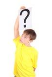 Το παιδί κρατά το ερωτηματικό Στοκ εικόνα με δικαίωμα ελεύθερης χρήσης