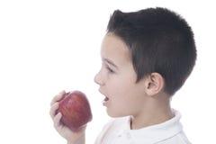 το παιδί μήλων τρώει Στοκ Εικόνες