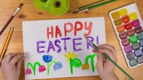 Το παιδί σύρει τη ευχετήρια κάρτα για ευτυχές Πάσχα, ζωτικότητα κινήσεων στάσεων απόθεμα βίντεο