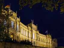 Το παλάτι 1874, κάθισμα Maximilianeum Landtag τη νύχτα, Munic Στοκ εικόνα με δικαίωμα ελεύθερης χρήσης