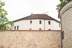 Το παλάτι Breznice υπερασπίζει πίσω τον τοίχο στοκ εικόνες