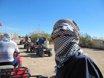 _ Το παλαιστινιακό keffiyeh είναι ένα gender-neutral ελεγμένο γραπτό μαντίλι που φοριέται συνήθως γύρω από το λαιμό ή το κεφάλι στοκ φωτογραφίες με δικαίωμα ελεύθερης χρήσης