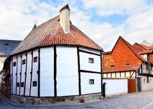 Το παλαιότερο πλαισιώνοντας σπίτι ξυλείας Στοκ Εικόνα
