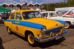 Το παλαιό αυτοκίνητο εμφανίζει σε Retrofest. Σοβιετικό περιπολικό της Αστυνομίας Στοκ Εικόνες