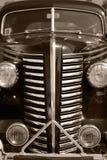 Το παλαιό εκλεκτής ποιότητας μαύρο αυτοκίνητο Στοκ Εικόνες