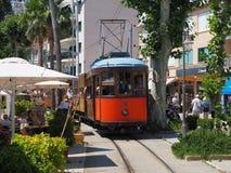 Το παλαιό ηλεκτρικό τραμ που τρέχει μεταξύ Soller και του στο κέντρο της πόλης Port de Soller Στοκ εικόνες με δικαίωμα ελεύθερης χρήσης