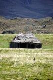 Το παλαιό σπίτι κάτω από έναν παγετώνα κάλυψε το ηφαίστειο στην οικολογική επιφύλαξη Antisana, Ecaudor Στοκ φωτογραφία με δικαίωμα ελεύθερης χρήσης