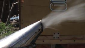 Το παλαιό ύφος καπνιστών μελισσών ανοξείδωτου καπνίζει φιλμ μικρού μήκους