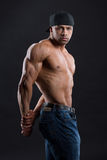 Το πανέμορφο ανεξάρτητο άτομο παρουσιάζει ισχυρό ισχυρό σώμα του Στοκ Φωτογραφία