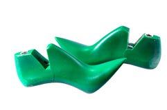Το παπούτσι διαρκεί χρησιμοποιημένος για να κατασκευάσει τα υποδήματα που απομονώνονται στο λευκό στοκ φωτογραφίες