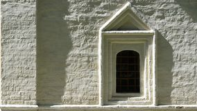 Το παράθυρο στον τοίχο Στοκ φωτογραφία με δικαίωμα ελεύθερης χρήσης