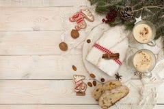 Το παραδοσιακό κέικ της Δρέσδης Χριστουγέννων με τα γλασαρισμένα φρούτα α Στοκ Φωτογραφίες