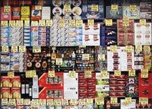 Το παραδοσιακό κατάστημα με τα τρόφιμα και μπορεί Στοκ Εικόνα