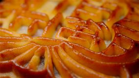 Το παραδοσιακό κινεζικό mooncake ύφους που περιστρέφεται τους Κινέζους σημαίνει τον καθαρό πέντε-πυρήνα κανένα εμπορικό σήμα λογό φιλμ μικρού μήκους