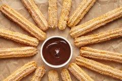 Το παραδοσιακό πρόγευμα της Ισπανίας Churros ή το γρήγορο φαγητό οδών μεσημεριανού γεύματος έψησε το γλυκό πρόχειρο φαγητό ζύμης Στοκ Φωτογραφίες
