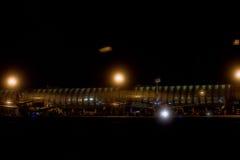 Το ΠΑΡΙΣΙ, ΓΑΛΛΙΑΣ - 16 ΜΑΡΤΙΟΥ, 2016 - αερολιμένας του Παρισιού βλέπει τη νύχτα Στοκ Εικόνες